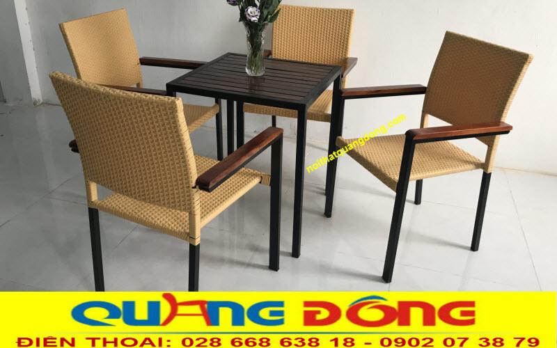 Mẫu bàn ghế đơn giản cho quán cafe sân vườn và trong nhà