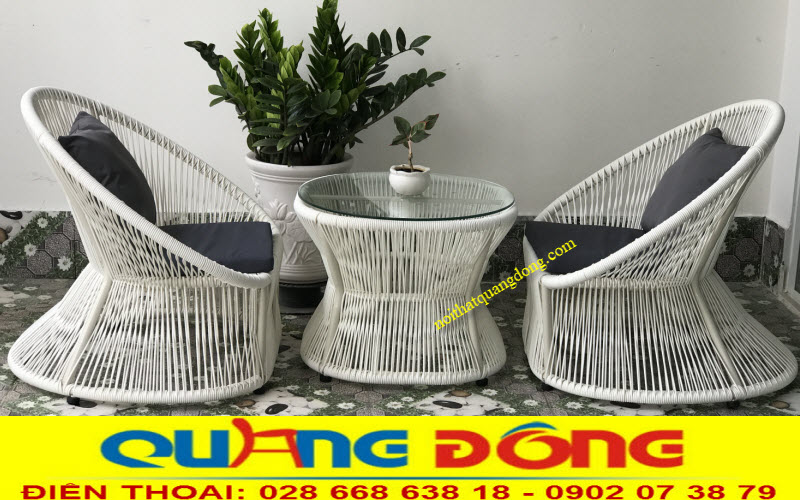 Mẫu bàn ghế bằng nhựa giả mây QD-307  sử dụng lối đan dọc đều đặn đẹp mắt