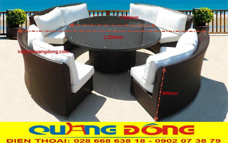 Sofa mây nhựa QD-630 được đặt ở không gian mở của resort cao cấp bãi biển
